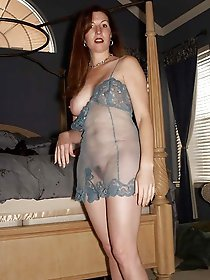 Skinny aged cougar posing undressed for a photoshoot